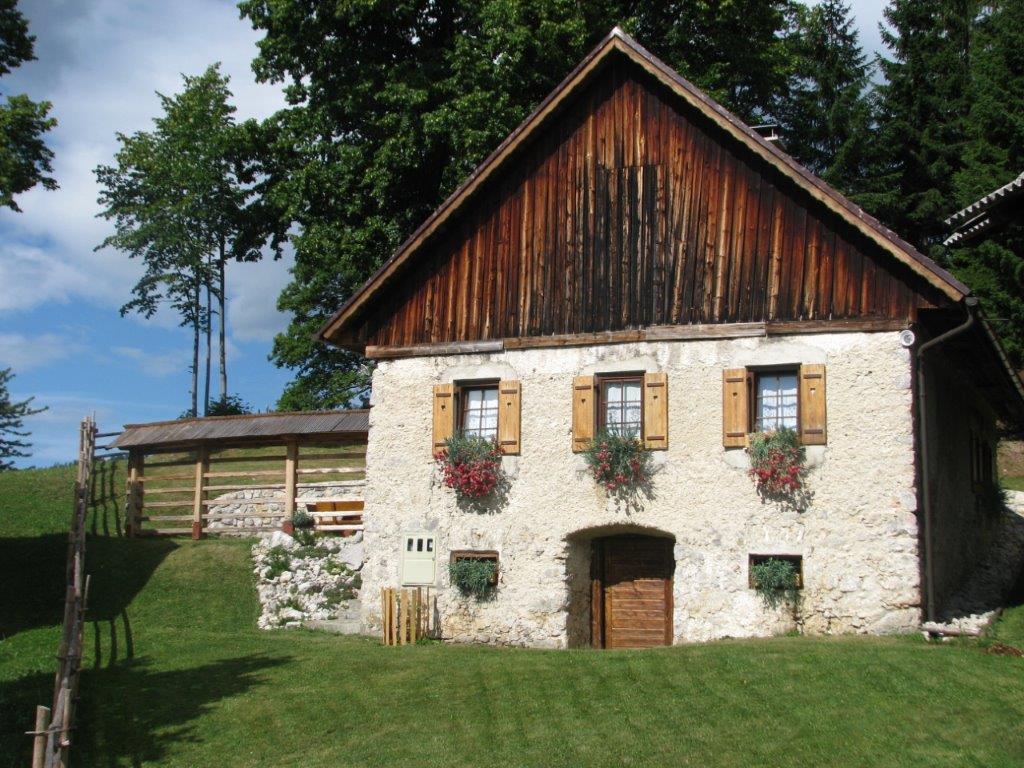 Eko vakantiehuis gostece op vakantie naar slovenie for Vakantiehuis bouwen